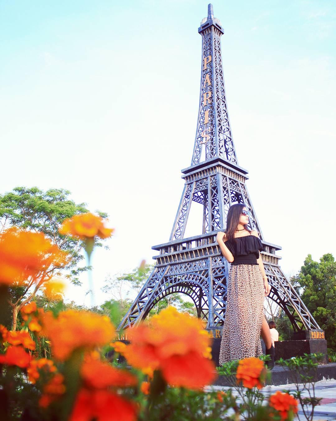 Mau traveling keliling dunia ke the world landmark merapi park aja serasa keliling dunia beneran loh 8cb84a