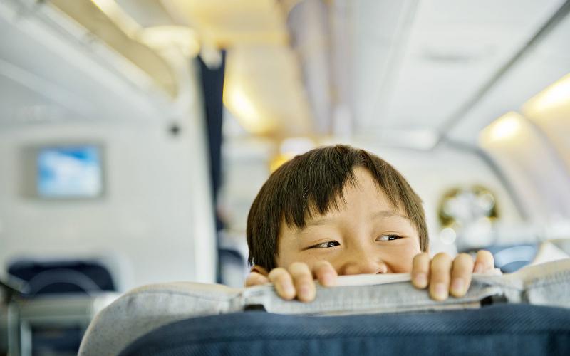 7 tipe anak yang dianggap ngeselin ketika di atas pesawat 1cea9c